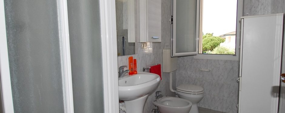Big two-room apartment bathroom