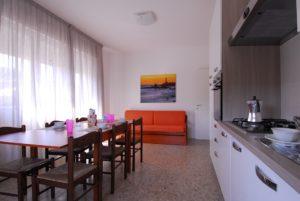 Salotto e cucina del bilocale grande