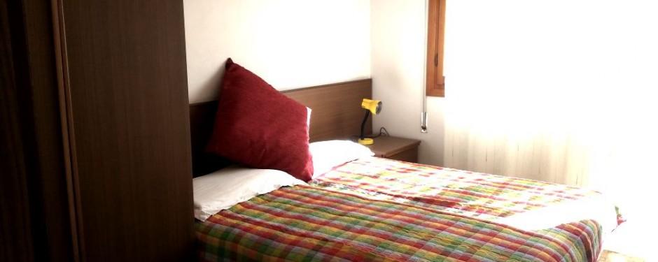 Camera del trilocale piccolo
